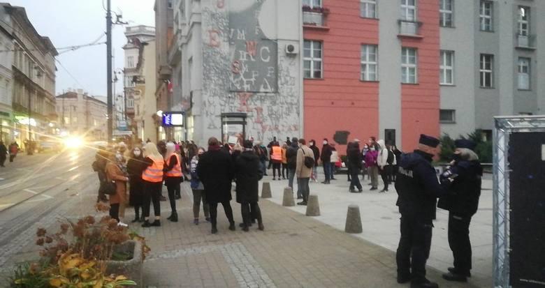Godzina 16.00 - początek protestu przed siedzibą PiS