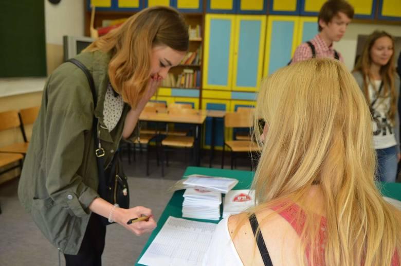 Gorzowscy maturzyści odbierali świadectwa (zdjęcia)