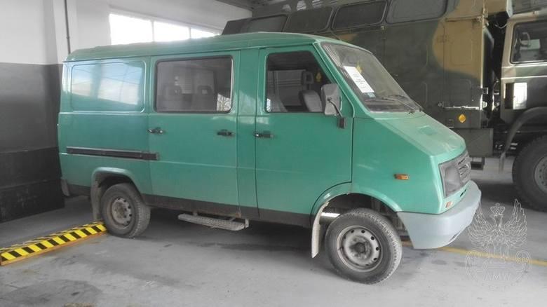 Samochód ogólnego przeznaczenia małej ładowności LUBLIN 3324Ilość:1NR fabryczny:SUL332412W0035560Rok produkcji:1998Cena:1 500,00