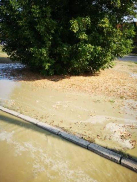 Awaria wodociągu w Bydgoszczy. Pękła rura. Mogą być problemy z dostępem do wody [zdjęcia]