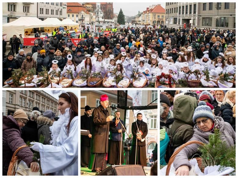 Ekumeniczna Wigilia Miejska ściągnęła przed Ratusz tłumy mieszkańców. Były życzenia od prezydenta, duchownych, ale najważniejsze te, które białostoczanie
