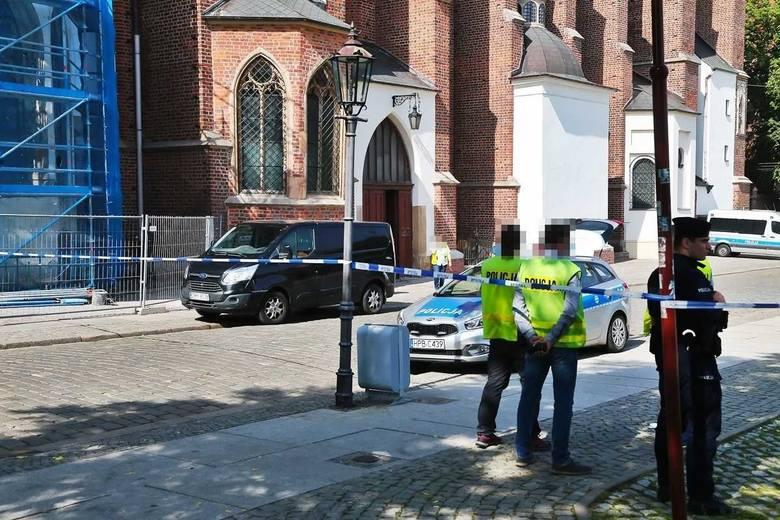 Było chwilę przed siódmą rano. Ksiądz wchodził właśnie do kościoła Najświętszej Maryi Panny na Piasku we Wrocławiu, gdzie miał odprawić poranną mszę.