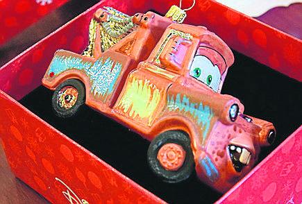 Jedną z nowości w Komozji są bombki z bohaterami filmów wytwórni Disneya. Za ten samochodzik zapłacimy 117,50 zł. Prace nad ich wprowadzeniem trwały dwa lata.