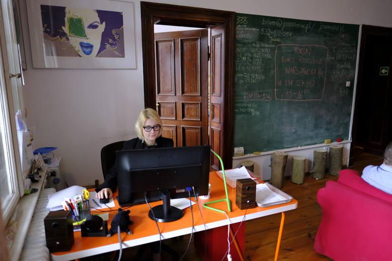 Niektórzy wraz z początkiem kolejnej kadencji przenoszą swoje biura, a debiutanci w sejmowych ławach muszą swoje urządzić i zorganizować.CZYTAJ DALEJ