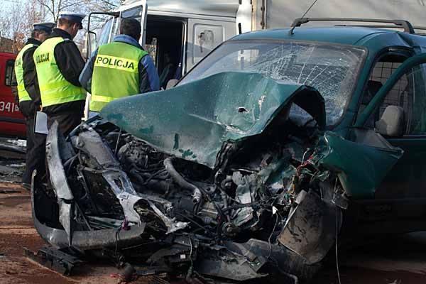 Czolowe zderzenie w KomborniJedna osoba zostala ranna w wyniku czolowego zderzenia w Komborni.