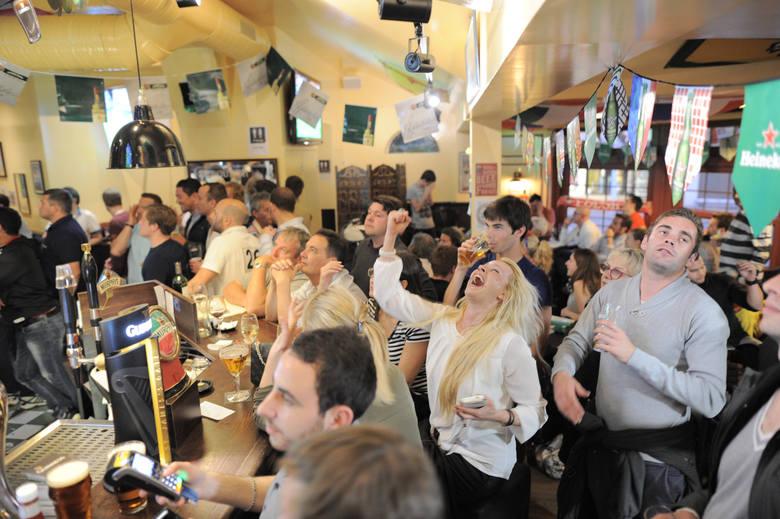 Francuzi w całym kraju dopingowali swoją reprezentację w meczu otwarcia