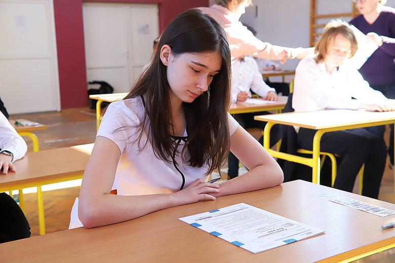 W poniedziałek, 15 kwietnia, rozpoczął sie egzamin ósmoklasistów. Pierwszy dzień egzaminu był testem z języka polskiego. Pomimo gorączki strajkowej nauczycieli,