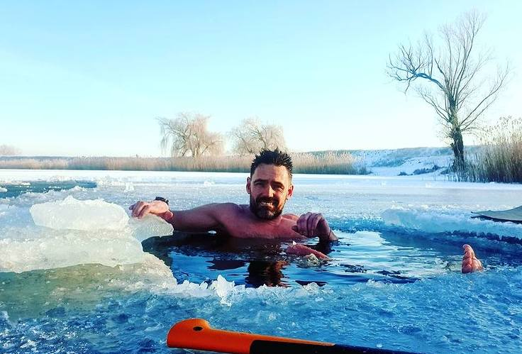 Trudno uwierzyć, ale Paweł Kęs z Nowej Soli morsuje 50 dni z rzędu i nie zamierza jeszcze przestać. - Lód nie wybacza pomyłek - zaznacza