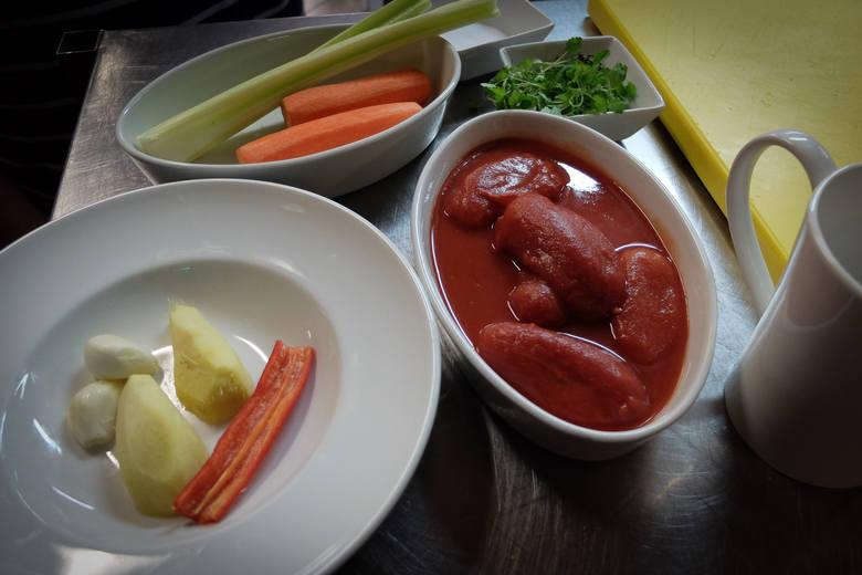 """W naszym cyklu """"Od kuchni"""" szef kuchni Art Hotelu Grzegorz Pomietło prezentuje Wam fit krem z pomidorów z rozgrzewającym imbirem idealnym na tę porę"""
