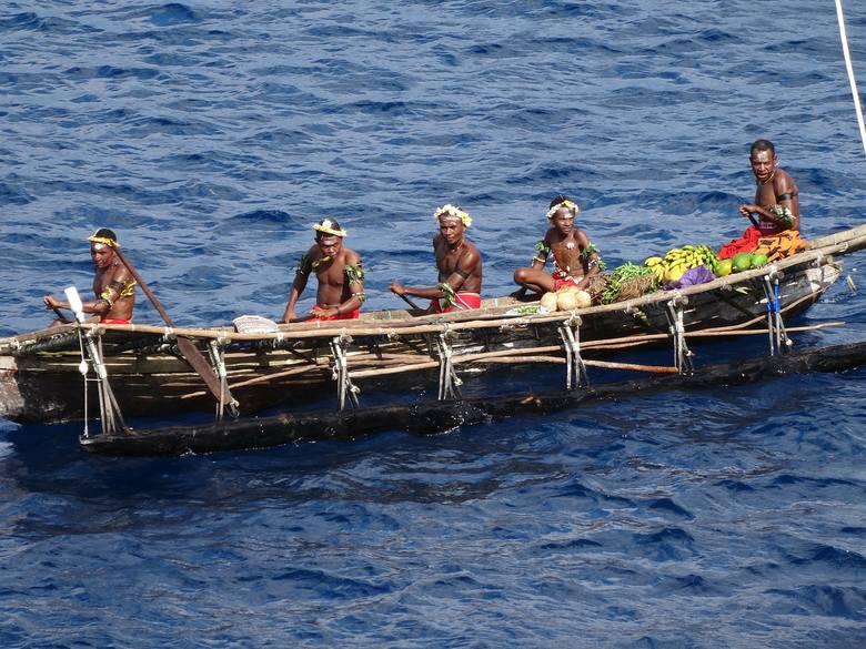 Na terenie Papui Nowej Gwinei w izolacji żyją obecnie 44 plemiona, zamieszkujące m.in regiony: Gusawi, Lengguru, Kokiri, Derewo, Teriku, Foja, Manu,