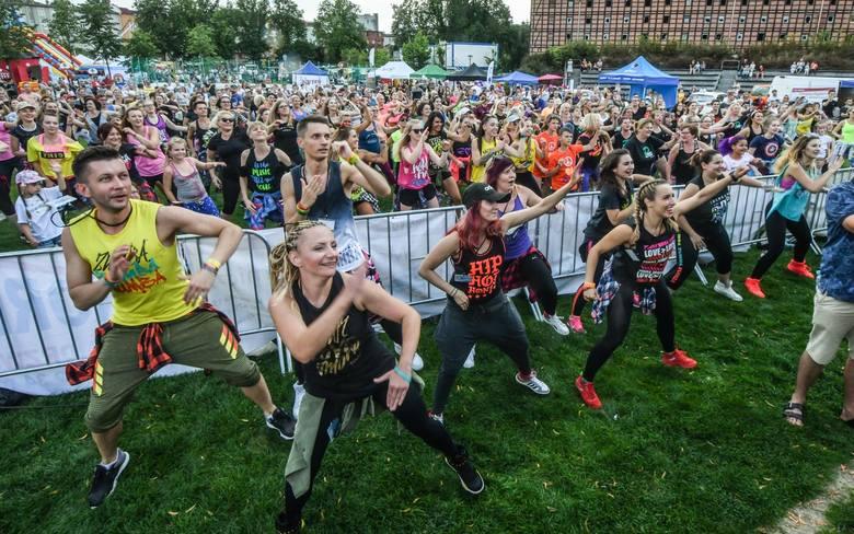 Na Wyspie Młyńskiej w Bydgoszczy w sobotę (13 lipca) odbyła się kolejna edycja Lato Zumba Fitness. Było aktywnie i bardzo wesoło. Miłośnicy sportu w