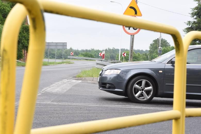 W Droszkowie mieszkańcy martwią się, że po uruchomieniu nowego mostu w Milsku ich miejscowość zostanie rozjechana przez samochody. Uchronić miała ich przed tym obwodnica