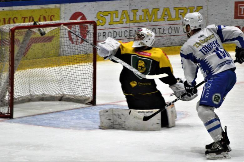 Hokej. Unia Oświęcim po wygranej z Katowicami wciąż pozostaje w grze o półfinał