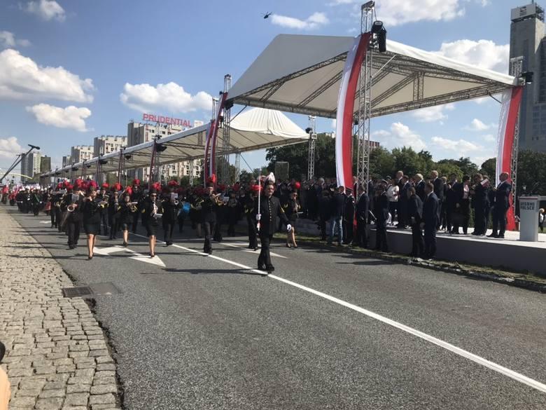 Tłumy na defiladzie w Katowicach oklaskują Wojsko Polskie