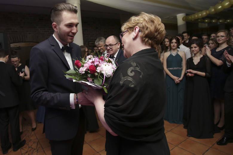W piątek 3 lutego w Dolinie Charlotty odbyła się studniówka II Liceum Ogólnokształcącego ze Słupska.