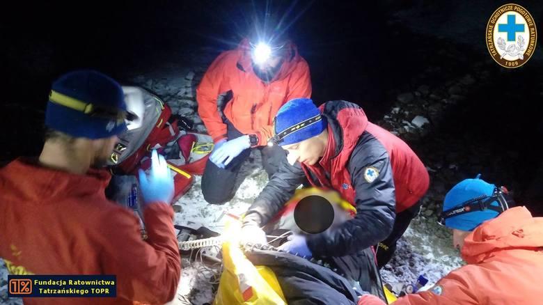 Tatry. Całą noc ratowali poważnie rannego turystę w rejonie Siklawy [ZDJĘCIA]