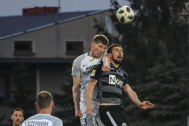 Pozycja: środkowy napastnikWiek: 28 latOstatni klub: GKS KatowiceWartość rynkowa: 150 tys. euroKompletnie nie rozumiemy, w czym tkwi fenomen tego zawodnika.