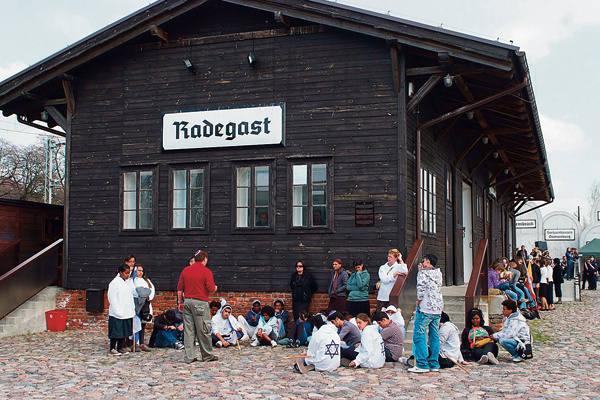 Budowa miejsca pamięci na stacji Radegast kosztować miała 5 mln zł. To tam odbywają się zwykle sierpniowe uroczystości likwidacji getta.