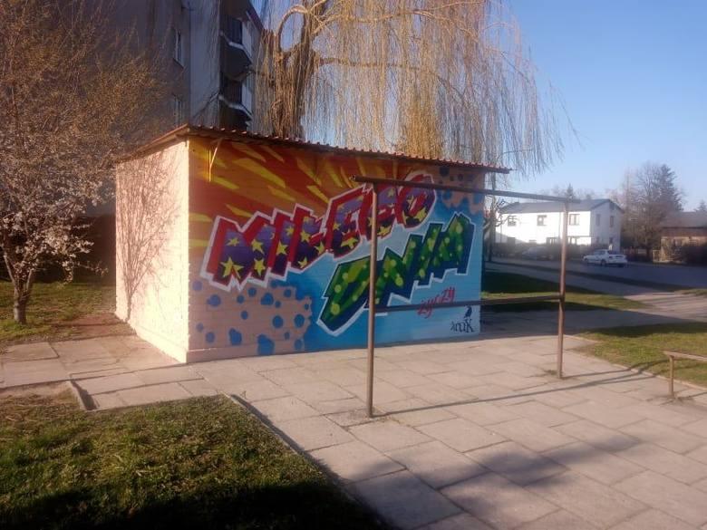 W Pabianicach KRUK życzy miłego dnia. Na ścianie powstało kolejne dzieło
