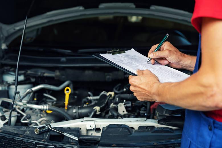 9. Ile kosztuje przegląd samochodu?Wzmożone zainteresowanie kosztami przeglądu technicznego może mieć związek z pandemią. W obliczu koronawirusa najbezpieczniejszym