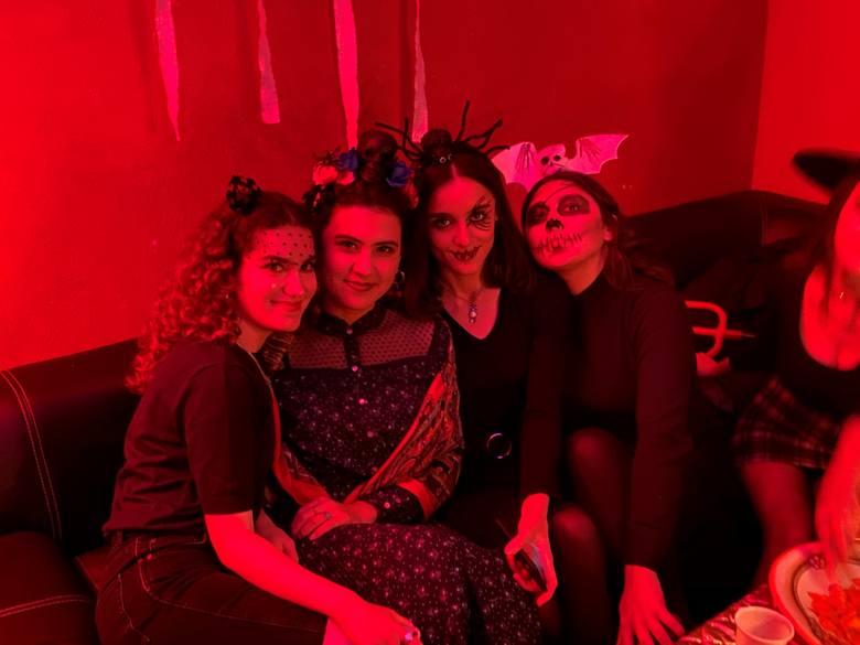 """Tradycji stało się zadość. Organizowana już pod koniec lat dziewięćdziesiątych, jeszcze na ul. Leśnej, cykliczna impreza z cyklu """"Halloween"""" miała miejsce"""