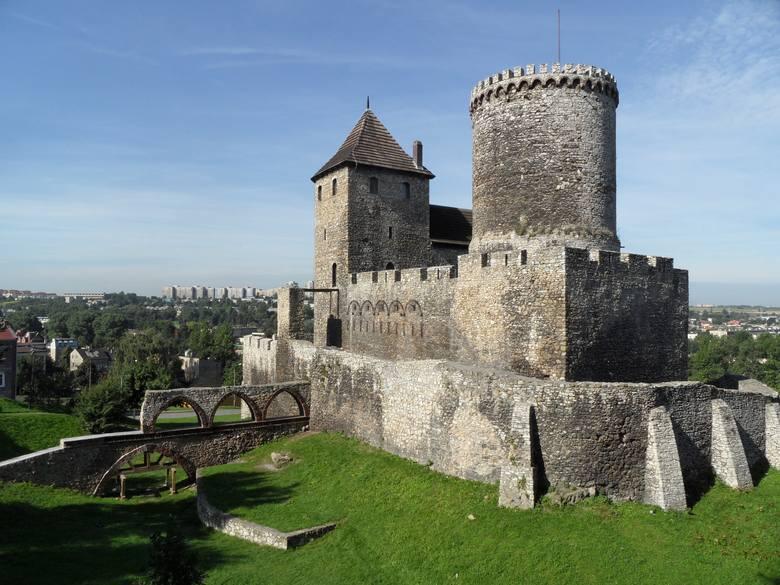 Szlak Orlich GniazdTo system zamków wybudowanych w czasach Kazimierz Wielkiego, niegdyś strzegących granicy Królestwa Polskiego. W jego skład wchodzą