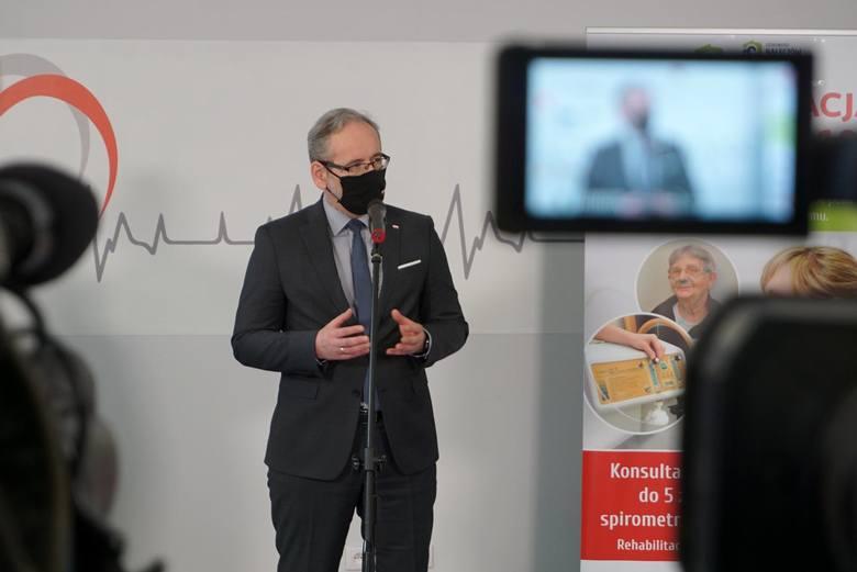 Adam Niedzielski przekazał, że potwierdzono dwa nowe ogniska indyjskiej mutacji koronawirusa w Polsce. Zastepca GIS pomylił miejscowości