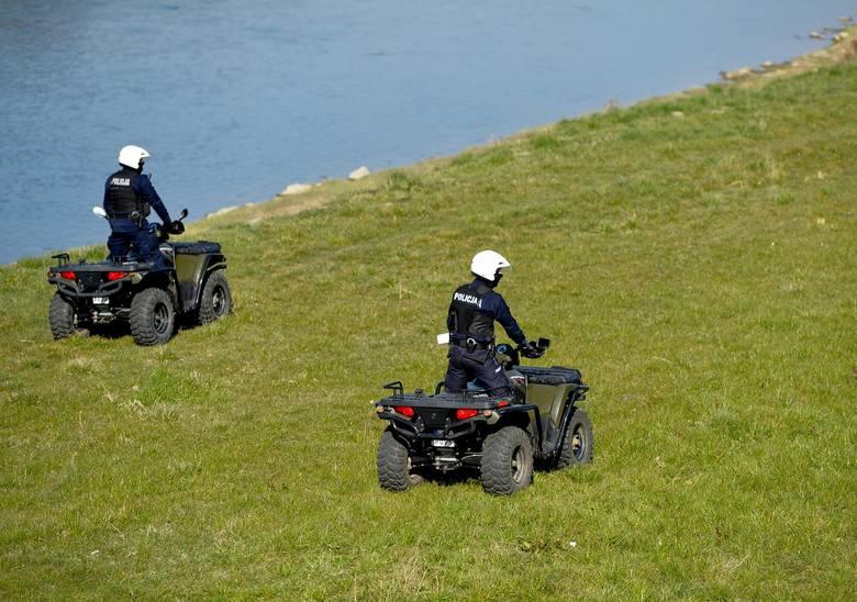 W Przemyślu trwają wzmożone kontrole straży miejskiej i policji. Funkcjonariusze sprawdzają, czy przestrzegane są zasady odnośnie zgromadzeń i bezpodstawnego