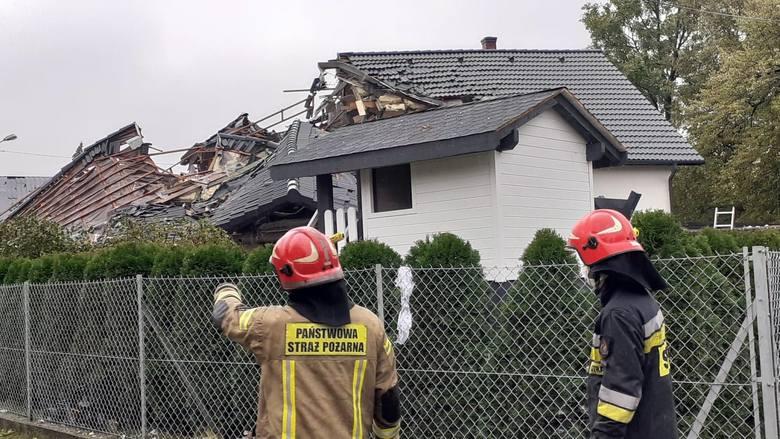 Tragiczny wybuch gazu w Kobiernicach. Trwa akcja ratunkowa na miejscu wybuchu w domu jednorodzinnym.Zobacz kolejne zdjęcia. Przesuwaj zdjęcia w prawo