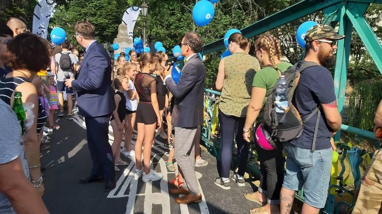 - Chcemy, by Most Festiwalowy stał się opolską tradycją kontynuowaną przez kolejnych studentów - mówią tegoroczni inicjatorzy akcji.