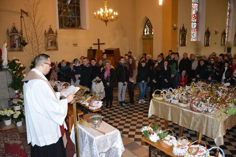 Wielka Sobota to trzeci dzień Triduum Paschalnego.  Wielka Sobota jest jedynym dniem bez sakramentu Eucharystii. W kościołach nie tylko nie odprawia