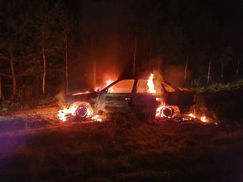 W niedzielę około godziny 19:31 jednostka OSP Czaplinek została zadysponowana do pożaru samochodu w okolicach miejscowości Stare Kaleńsko - podaje na