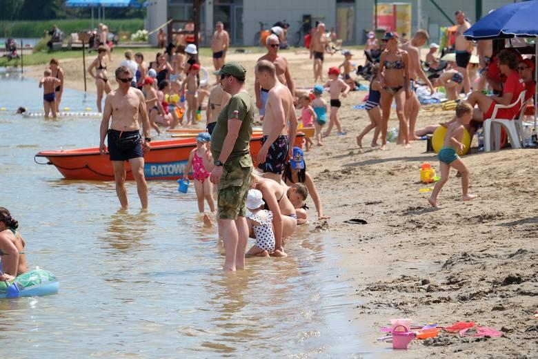 Plaża Dojlidy otwarta. Tłumy korzystają z pięknej pogody i wody nadającej się do kąpieli