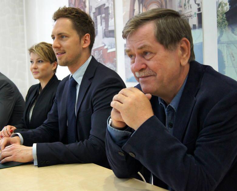 Przy boku młodszych działaczy SLD Krzysztof Janik pojawia się rzadko. Chyba, że właśnie ogłaszane są ważne decyzje, jak choćby ta o przejściu, z Platformy