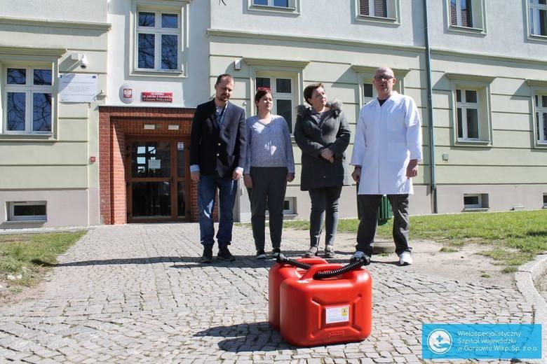Wytworzenie 40 litrów gotowego do użycia płynu zajmuje naukowcom z gorzowskiej Akademii im. Jakuba z Paradyża około 10 godzin.
