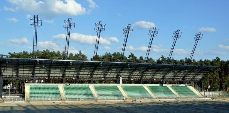 Trzy wcześniejsze daty oddania Stadionu Miejskiego przy ul. Hutniczej w Stalowej Wolinie nie zostały dotrzymane (październik 2018, luty 2019, 12 czerwca