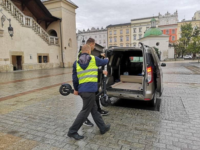 Dziś kilkanaście sztuk hulajnóg (pozostawionych tak, że stwarzały zagrożenie dla pieszych) zostało zebranych z krakowskich ulic przez pracowników Zarządu