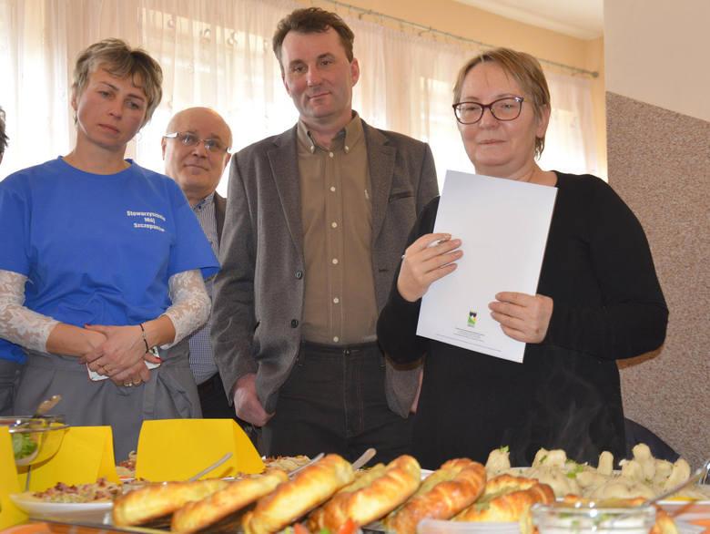Komisja konkursowa ocenia Pierogi Litewskie z Chomiąży