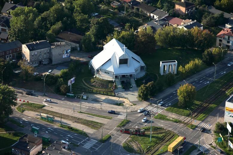 Parafię św. Jacka na Dańdówce utworzono już w 1957 roku. Kościół udało się wybudować dopiero w latach 1984-1996.