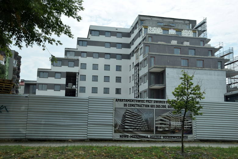 Apartamentowiec na nowym osiedlu Mickiewicza