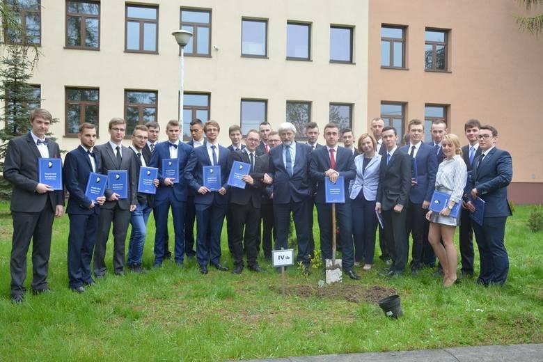 W sali widowiskowej Miejskiego Domu Kultury w Oleśnie zorganizowano uroczystość zakończenia roku szkolnego dla tegorocznych uczniów klas technikum Zespołu