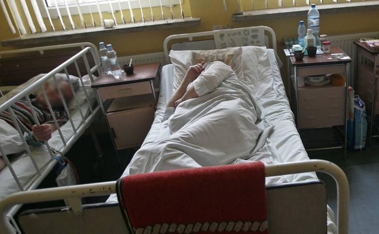 Dla wielu osób pierwsze zetknięcie z warunkami panującymi w polskich szpitalach to szok. Co najbardziej zaskakuje? Na co najczęściej się skarżą? Oto