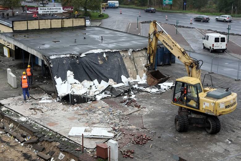 Wielkie zmiany na Basenie Górniczym. Wyburzają stare budynki [zdjęcia]
