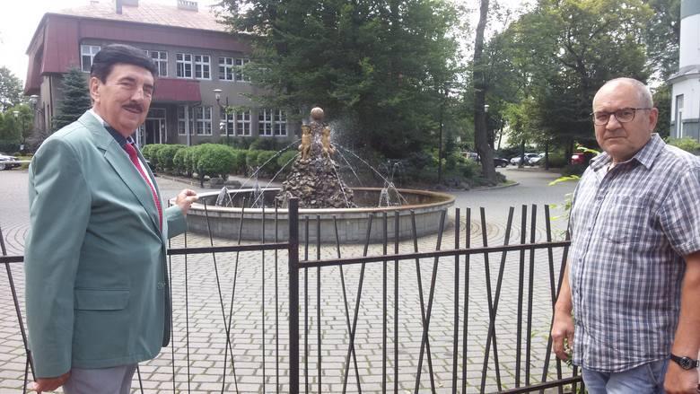 Mysłowiczanie przekonują, że aniołki na fontannie były kiedyś elementem wodotrysku na rynku w Mysłowicach.