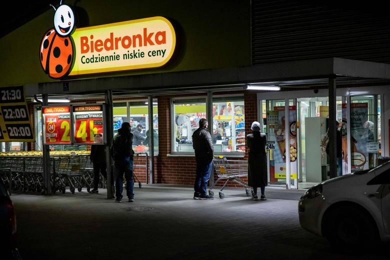 Ponad 60 godzin nieprzerwanych zakupów w Biedronce -  ponad 2500 sklepów sieci Biedronka będzie czynne nieprzerwanie aż do niedzieli 26.04, co najmniej