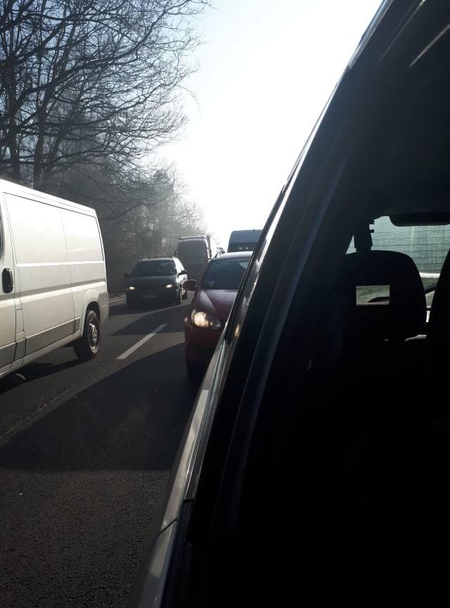 Wypadek na węźle Kijewo. Czołowo zderzyły się dwa samochody