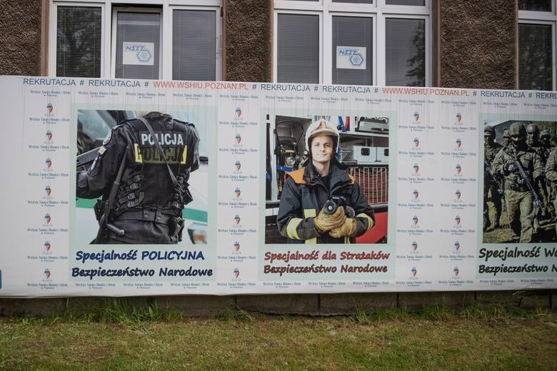Przedstawiciele WSHiU w Poznaniu nie chcą powiedzieć czy na uczelni, której kanclerzem jest były poseł PiS oskarżany o oszustwa, swoje wykształcenie uzupełniają szefowie straży pożarnej.