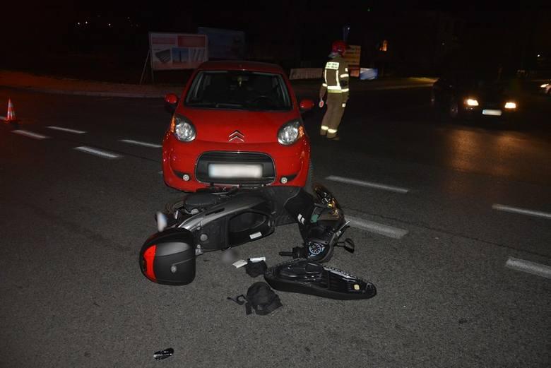 Do zdarzenia doszło w czwartek na ul. Lwowskiej w Krośnie. Wstępnie ustalono, że 31-letnia kierująca citroenem, wyjeżdżając z terenu parkingu sklepu,