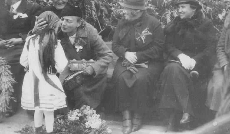 Rok 1935 - panie na zjeździe kółek w Brześciu Kujawskim.