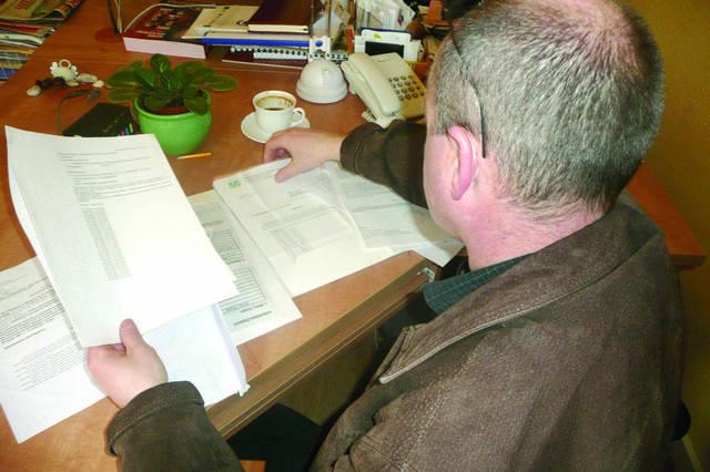 Umorzenie składek ZUS. Liczy na nią m.in. Zbigniew Jarugowski. Pokazuje dokumenty, że nie pracował, więc nie zarabiał, a ubezpieczyciel każe mu płac